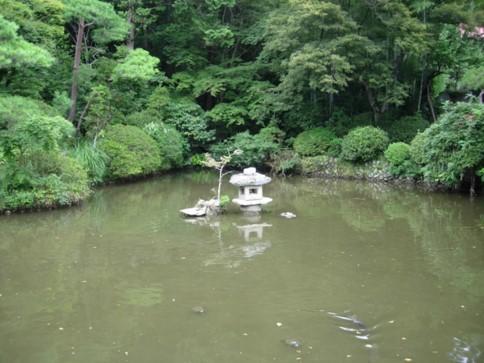 宝登山神社内池