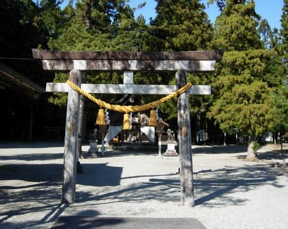 護山神社境内