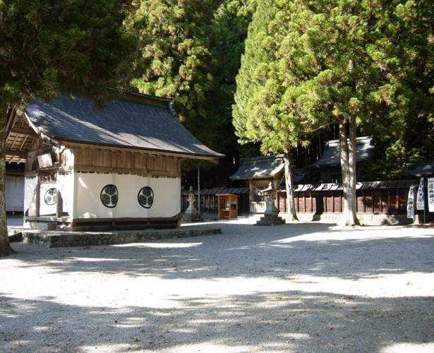 護山神社境内を望む